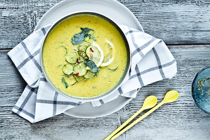 courgettesoep-met-gele-currypasta