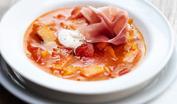 Pompoen-chili-tomatensoep