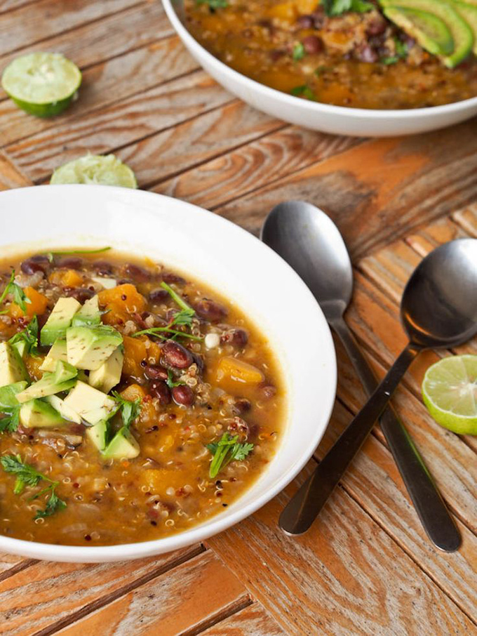 pompoensoep met quinoa en zwarte bonen