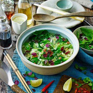 Aziatische heldere groentesoep van Jamie Oliver