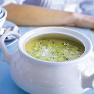 Klassieke soep van prei met roquefort