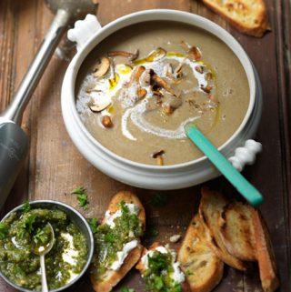 Paddenstoelensoep met toast & pesto van Jamie Oliver