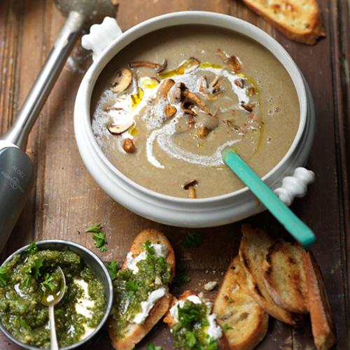 Paddenstoelensoep met toast en pesto van Jamie Oliver