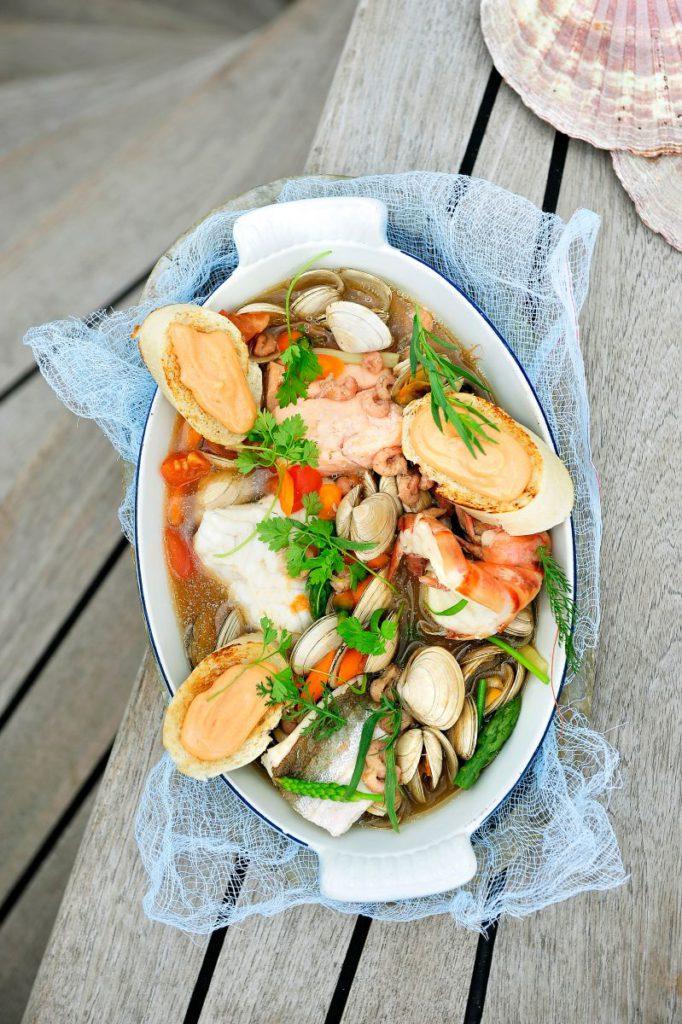 Bouillabaisse met rouille op toast