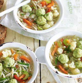 Hollandse groentesoep met visballetjes