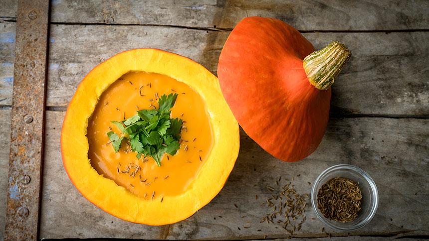 pompoensoep met curry, koriander en komijn