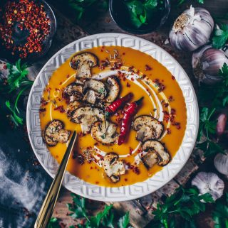 Vegan pompoensoep met kokosmelk