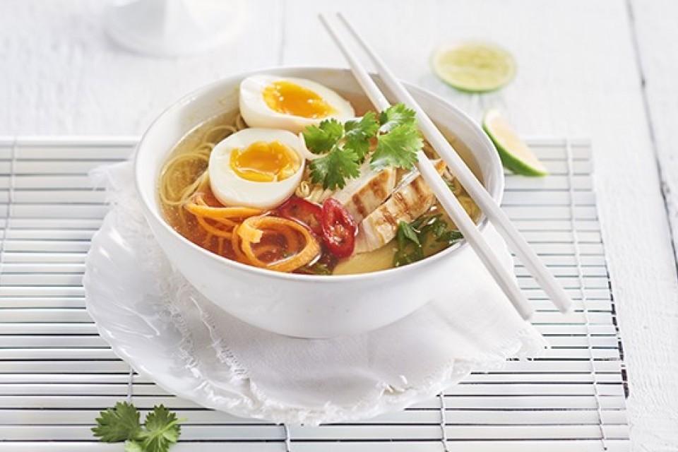 Pho (Vietnamese bouillon met kip)